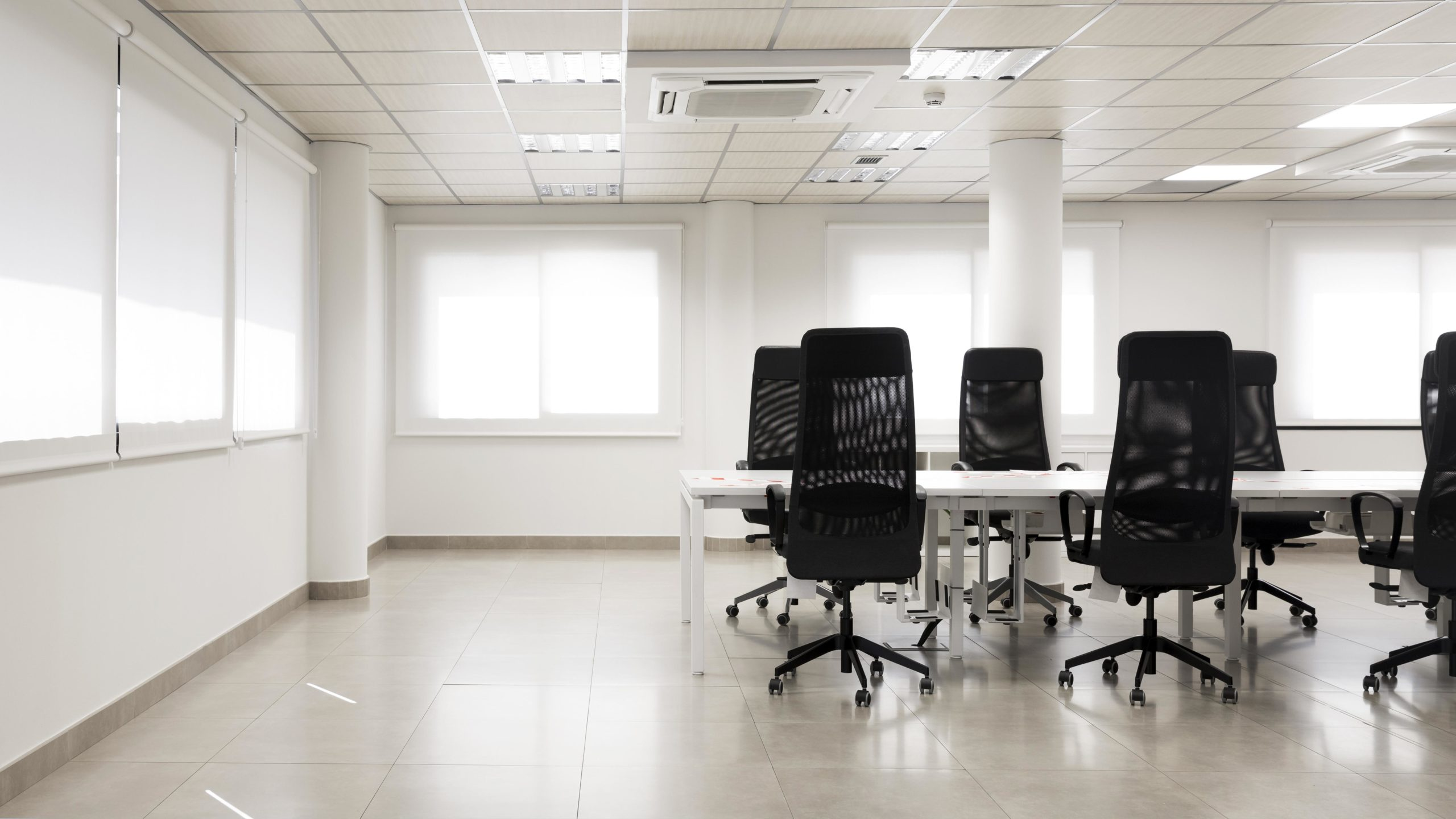 empty-conference-room-with-copy-space